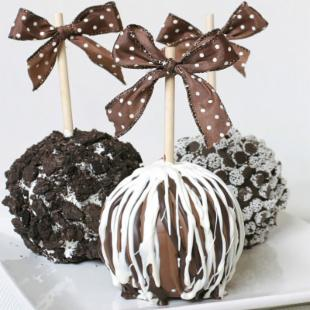 Golden Edibles 3 Chocolate Candy Caramel Apples