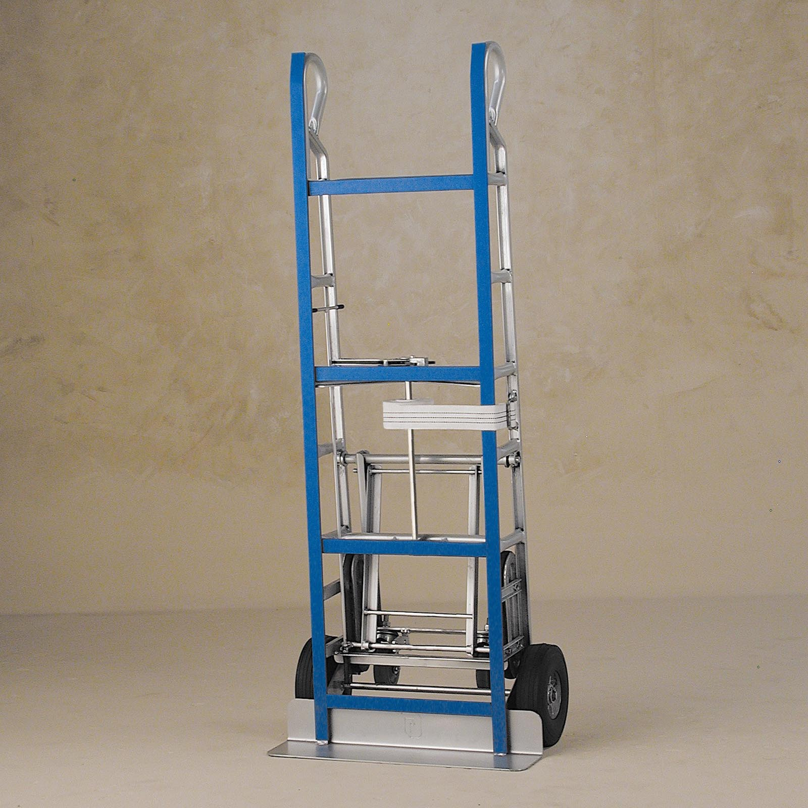 Dutro 1404so appliance hand truck hand trucks at hayneedle for Furniture hand truck