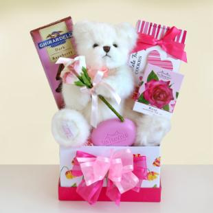 A Bear Hug for Mom Gift Basket