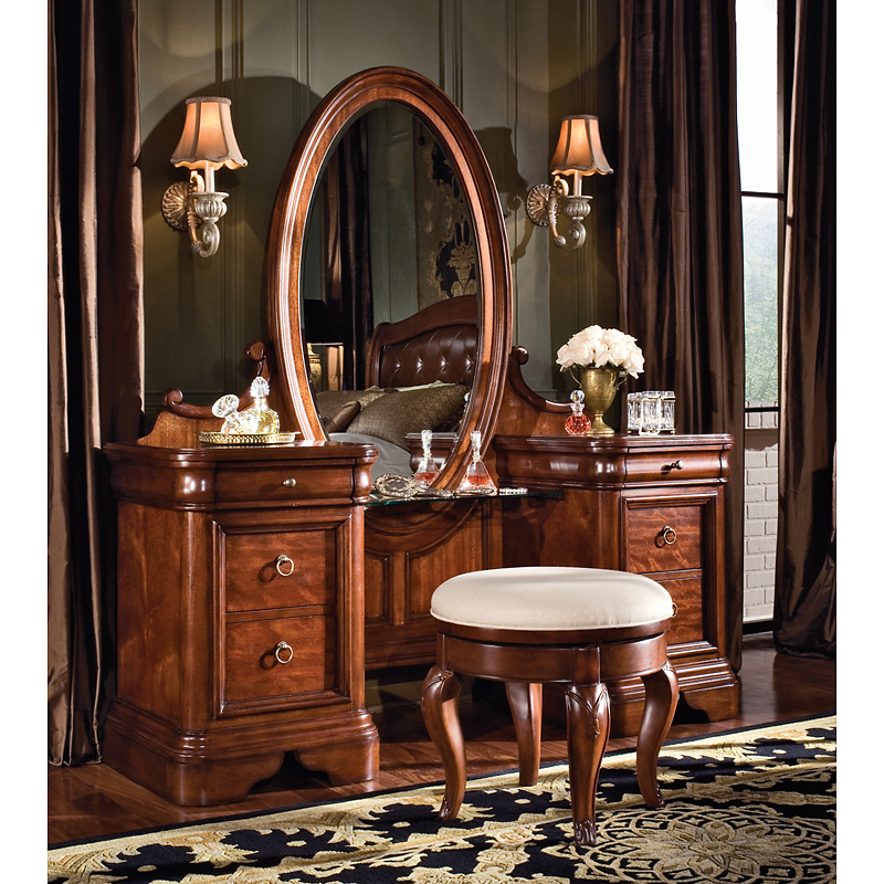 Vintage bedroom vanity set bedroom vanities at hayneedle for Bedroom furniture vanity
