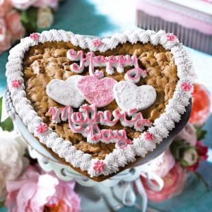 Mrs. Fields® Mother's Day Heart Cookie Cake