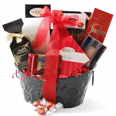 Buy holiday gourmet gift baskets - Nikki\'s by Design Holiday Sampler Gourmet Gift Basket