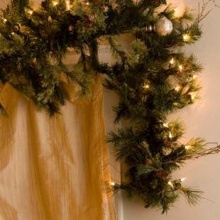 Mixed Country Lit Pine Garland