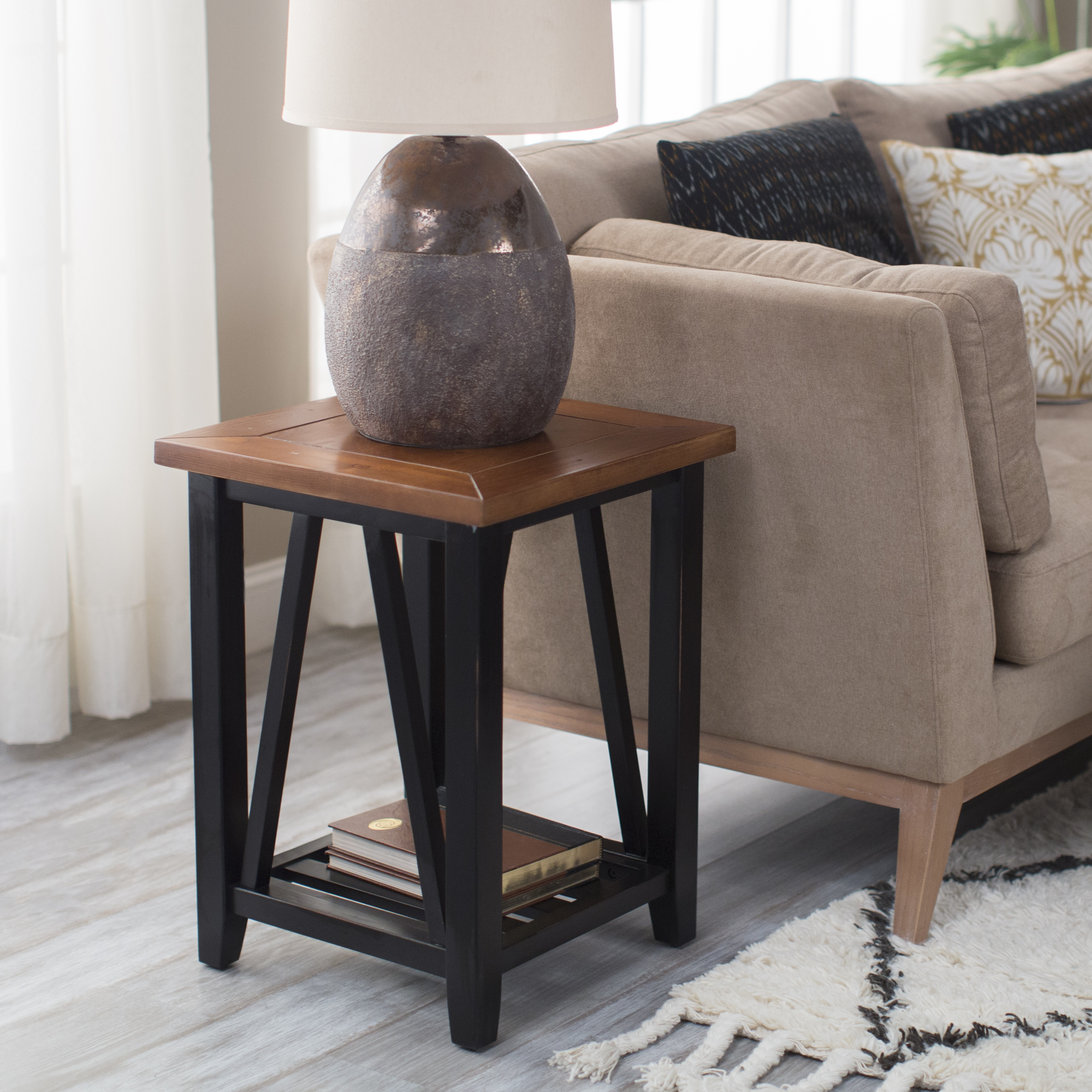 100 End Table With Charging Station Flexsteel Wynwood