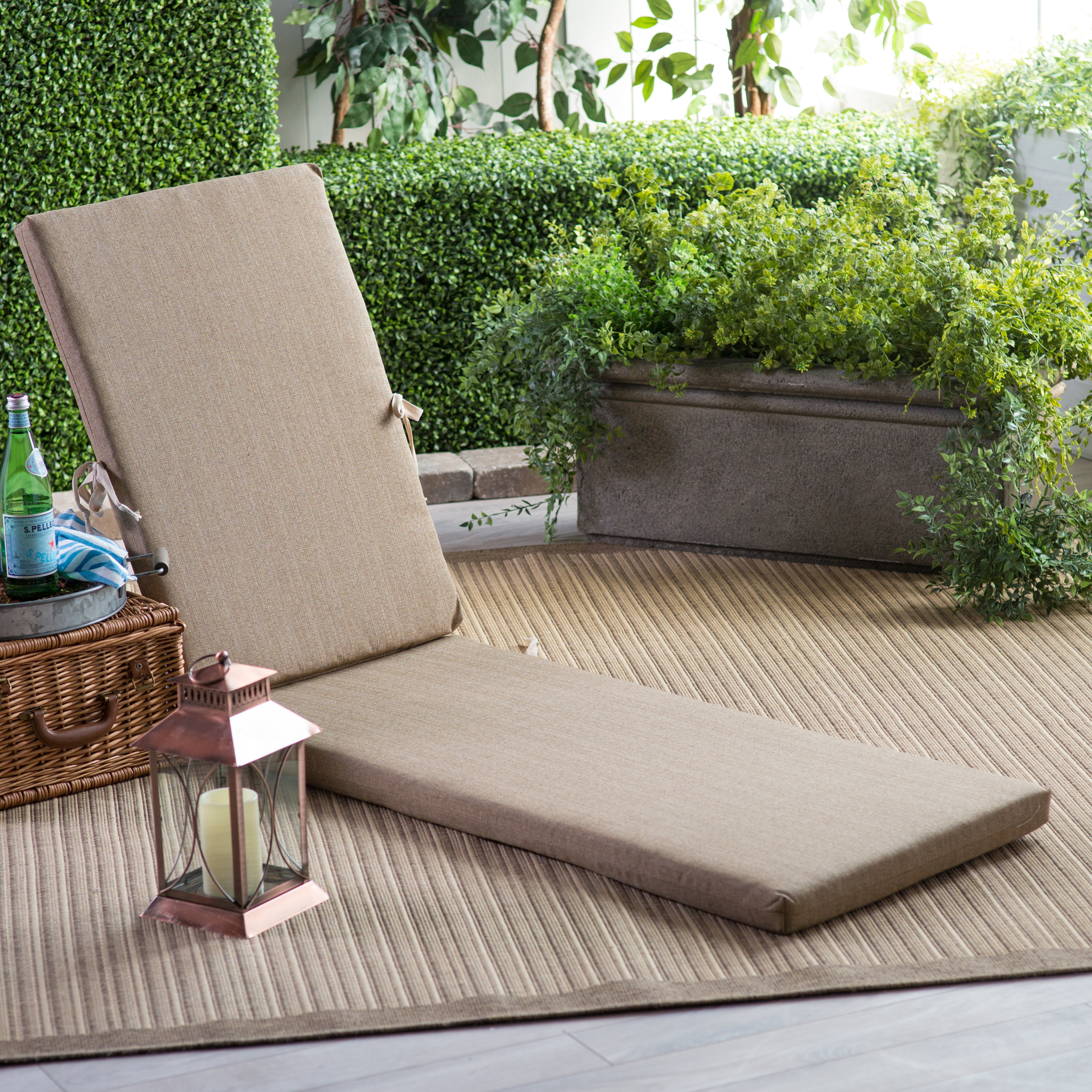 Sunbrella outdoor chaise lounge cushions chairs seating for Alyssa outdoor chaise